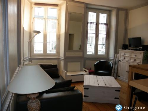 location la rochelle photos de la rochelle appartement cosy au coeur du vieux port. Black Bedroom Furniture Sets. Home Design Ideas