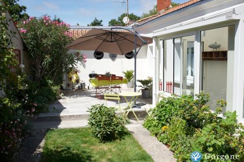 location la rochelle photos de location maison gite 2 chambres avec jardin priv. Black Bedroom Furniture Sets. Home Design Ideas