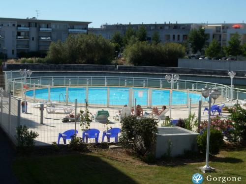 Location la rochelle photos de la rochelle piscine for Construction piscine la rochelle