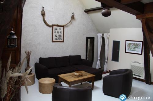 location la rochelle photos de loft de caractere la rochelle centre historique. Black Bedroom Furniture Sets. Home Design Ideas