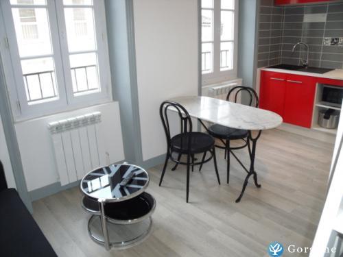 location la rochelle photos de 3 studios meubl s et quip s en coeur de ville de la rochelle. Black Bedroom Furniture Sets. Home Design Ideas