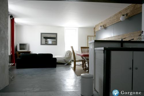 location la rochelle maison de village bord de mer. Black Bedroom Furniture Sets. Home Design Ideas