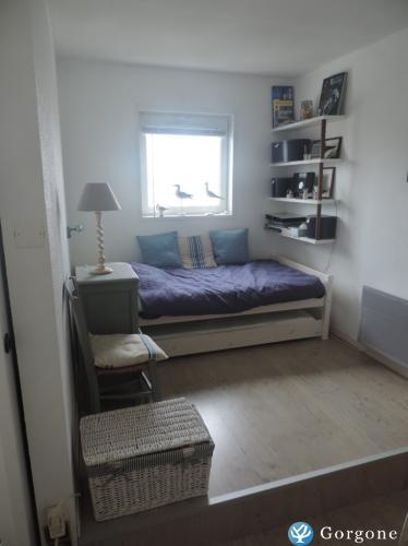 location la rochelle photos de appartement la rochelle vue mer et port de plaisance. Black Bedroom Furniture Sets. Home Design Ideas