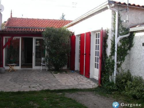 location la rochelle maison avec jardin 3km de l 39 ile de r. Black Bedroom Furniture Sets. Home Design Ideas