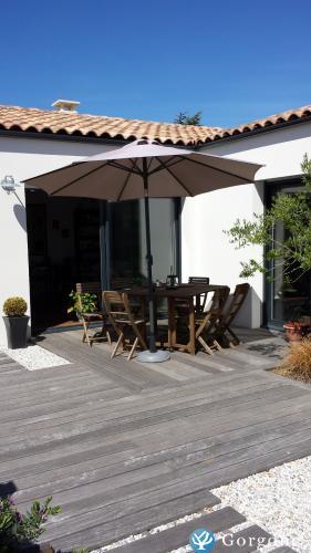 Location la rochelle photos de maison contemporaine for Maison moderne ile de re