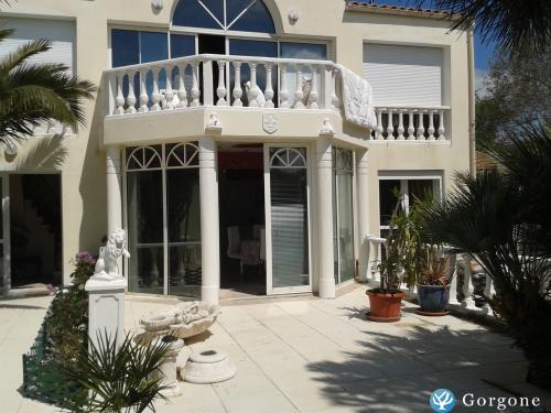 location la rochelle tr s beau t2 meubl vue mer et plage. Black Bedroom Furniture Sets. Home Design Ideas