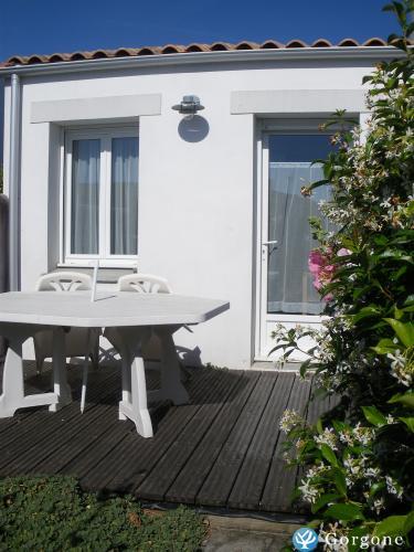 Location la rochelle studio ensoleill avec terrasse etudiant et estivant - Studio meuble la rochelle ...