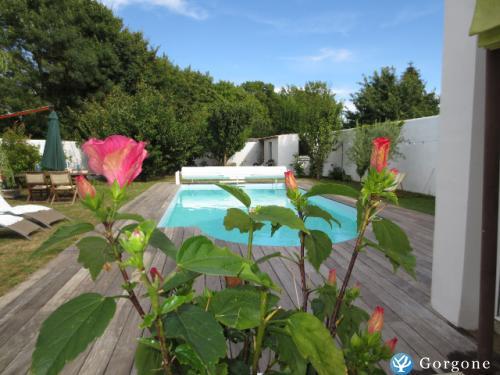 Location la rochelle photos de maison de charme avec piscine for Location maison la rochelle avec piscine