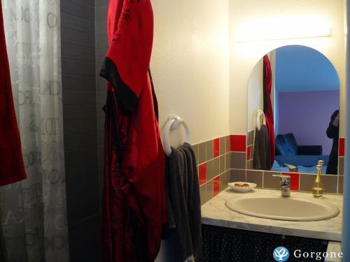 location la rochelle photos de loft sur le vieux port de la rochelle. Black Bedroom Furniture Sets. Home Design Ideas